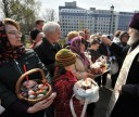 Easter cakes and eggs were sanctified in churches of St. Petersburg.